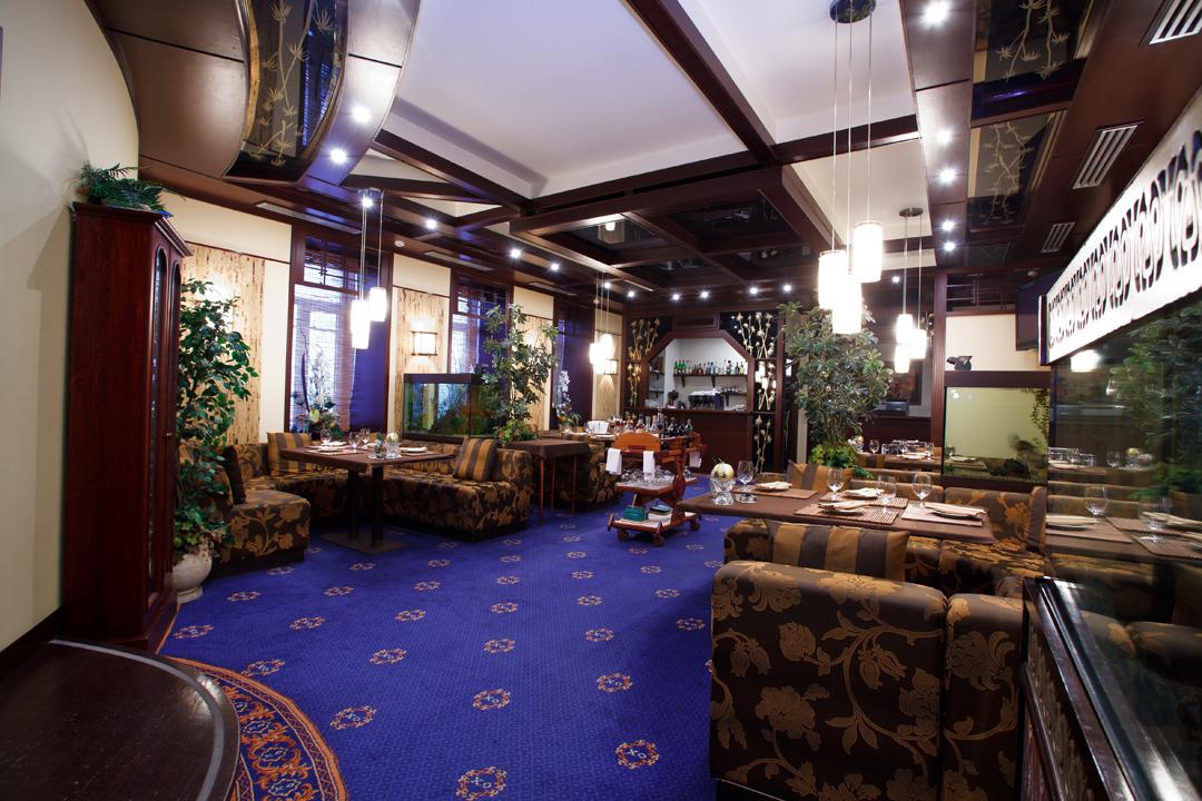 ... рестораны, бары, оборудование кухни, гостиничные номера с дизайнерскими  интерьерами – общая площадь 8000 кв.м., выполнено в 2006 – 2007 гг. 45e86859f9f